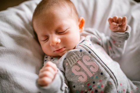 baby newborn family phototgraphers in Calgary 004